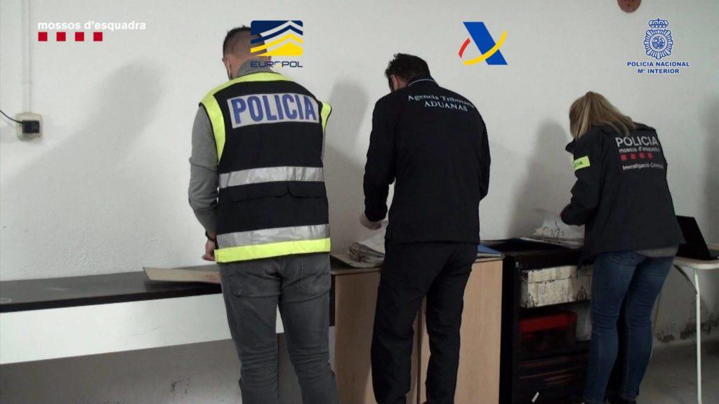 Desarticulada una organització criminal dedicada al contraban d'armes i explosius que havia blanquejat més de 10 milions d'euros